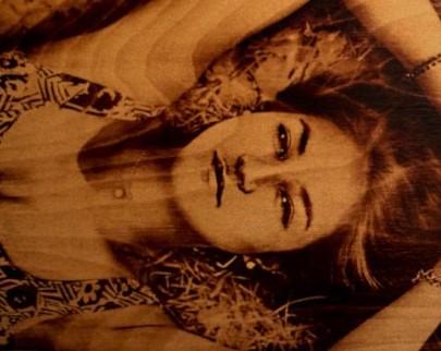 портрет на дереве на заказ в Казани